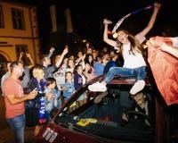 庆祝法国的资格胜利的最后的国际足球联合会的爱好者 库存图片