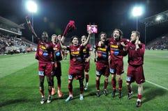 庆祝球员足球胜利 免版税库存照片