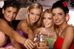 庆祝用香槟的可爱的女孩 免版税库存图片