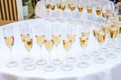 庆祝的承办酒席酒吧 内部秀丽为婚礼之日 库存照片