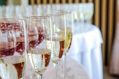庆祝的承办酒席酒吧 内部秀丽为婚礼之日 免版税库存图片