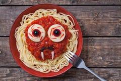 庆祝的滑稽的万圣夜吸血鬼面孔食物 免版税图库摄影