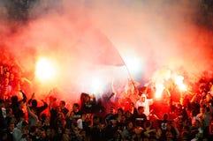 庆祝目标的足球或足球迷 免版税库存图片