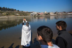 庆祝耶稣洗礼俄罗斯正教会教区的在杜罗河河附近的 免版税库存图片