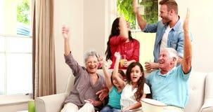 庆祝胜利的愉快的家庭 股票录像