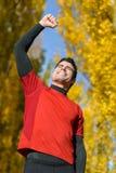庆祝胜利的男性运动员 免版税图库摄影