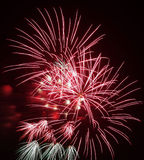 庆祝节日的五颜六色的烟花 免版税库存照片