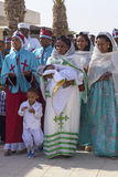 庆祝衣裳的香客在约旦河 免版税库存照片