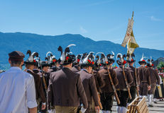 庆祝语科库领域的传统宗教队伍 免版税库存图片