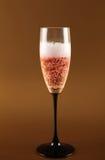 庆祝香槟嘶嘶响粉红色 免版税库存图片