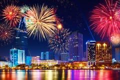 庆祝 地平线烟花在城市 都市风景,都市landsca 库存图片