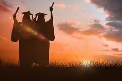 庆祝他们的毕业的两名妇女的综合图象 库存照片
