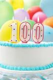 庆祝100th生日的蛋糕 库存图片