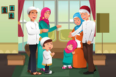 庆祝Eid Alfitr的家庭 免版税库存图片