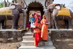 庆祝Gangaur节日拉贾斯坦印度的妇女 免版税图库摄影