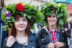 庆祝Kupala夜的开始的参加者在克拉科夫 图库摄影