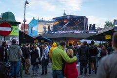 庆祝Kupala夜的开始的参加者在克拉科夫 库存照片