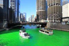 庆祝St Patrick's天,洗染绿色芝加哥河 免版税图库摄影