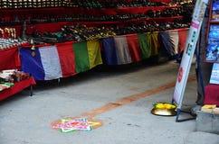 庆祝Tihar Deepawali节日在thamal市场上 免版税库存照片