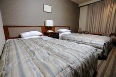床在旅馆里 库存图片
