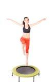 绷床的体操运动员 免版税库存照片