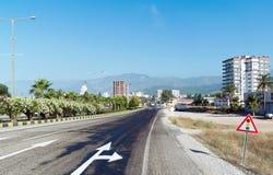库姆卢贾,土耳其- 6月20 2014年 城市全视图在夏天在高度旅游季节 库存照片