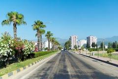 库姆卢贾,土耳其- 6月20 2014年 城市全视图在夏天在高度旅游季节 图库摄影