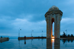 巴库市的夜视图 免版税库存图片