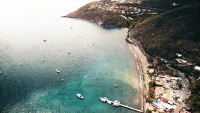 库斯托储备,盐水湖,Ilets鸽子,Malendure海滩,Bouillante,瓜德罗普,加勒比鸟瞰图  股票视频