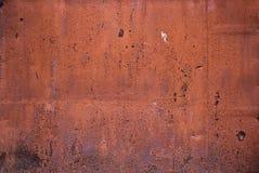 仓库的生锈的被绘的门 免版税库存照片