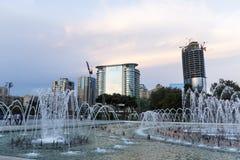 巴库的首都的城市视图有一个喷泉的,在阿塞拜疆 图库摄影