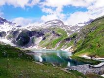 水库美丽的景色在gornergrat的与雪阿尔卑斯ba 库存图片