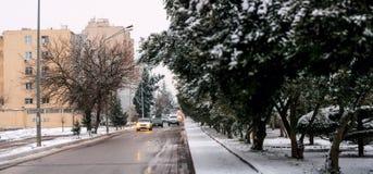 巴库街道在雪冬日 库存图片