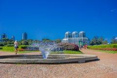 库里奇巴,巴西- 2016年5月12日:喷泉入口对植物园位于curitiba,资本的 图库摄影