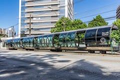 库里奇巴, PARANA/BRAZIL - 2016年12月27日:公共汽车站 库存图片