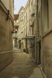 巴库,阿塞拜疆市内贫民区的街道 图库摄影