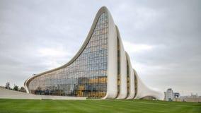 巴库,阿塞拜疆- 2014年10月22日:盖达尔・阿利耶夫中心博物馆:建筑师设计的Haydar阿利耶夫中心萨哈・哈帝 图库摄影