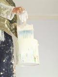 应用与刷子的油漆 免版税库存照片