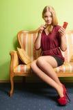 应用可爱的唇膏妇女 组成 免版税图库摄影