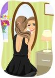 应用唇膏的黑礼服的白种人妇女看镜子在卧室 库存例证