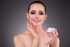 应用在秀丽概念的妇女奶油 图库摄影