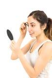 应用染睫毛油的白种人妇女 免版税库存图片