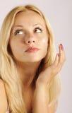 应用美丽的女孩润肤霜 库存照片