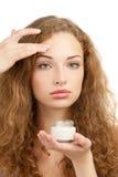 应用美丽的奶油色润湿的妇女 库存图片