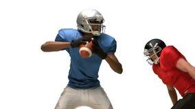 应付为球的严肃的美国橄榄球运动员 股票录像