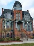 底特律:老砖维多利亚女王时代家 库存照片