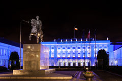 总统府在华沙在晚上 免版税库存照片