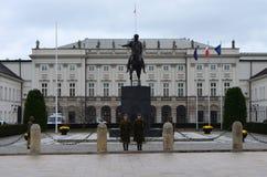 总统府外在看法在华沙,波兰 免版税库存照片