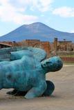 庞贝城,意大利:Mitoraj雕象 库存图片