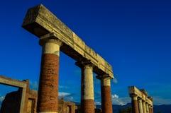 庞贝城,那不勒斯,意大利古老废墟的惊人的看法  库存照片